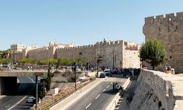 老镇和雅法门的堡垒墙壁的片段在耶路撒冷 图库摄影