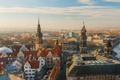老镇和Katholische Hofkirche,歌剧Semperoper,德累斯顿,德国 飞行景色 库存图片