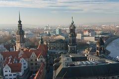 老镇和Katholische Hofkirche,歌剧Semperoper,德累斯顿,德国 飞行景色 免版税库存照片