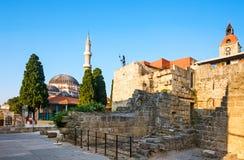 老镇和Suleyman清真寺  Lindos 希腊 库存图片