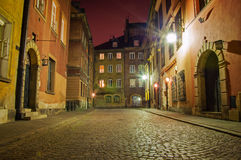 老镇在晚上。 库存图片