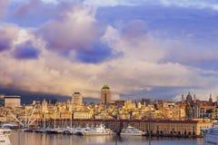 老镇在横跨港口的热那亚 图库摄影