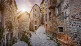 老镇在美好的晚上光的欧洲在日落 免版税库存照片