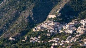 老镇在阿布鲁佐山区域 库存照片