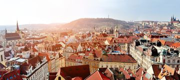 从老镇塔的布拉格全景 库存照片