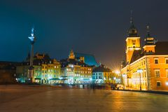 老镇夜视图在华沙,波兰 库存图片