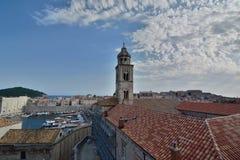 老镇港口和多米尼加共和国的修道院视图从墙壁 杜布罗夫尼克市 克罗地亚 库存照片