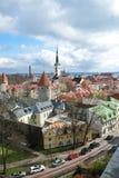 老镇的全景有红色铺磁砖的屋顶的 免版税库存照片