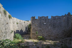 老镇的内在和外面石墙 免版税库存照片