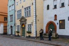 老镇的历史的街道在里加 图库摄影