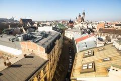 老镇的屋顶的顶视图在中心 它是第二大城市在波兰在华沙以后 免版税库存照片