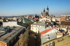 老镇的屋顶的顶视图在中心 它是第二大城市在波兰在华沙以后 免版税图库摄影