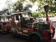 老镇的旅游火车在科孚岛希腊海岛上的科孚岛镇  免版税库存照片