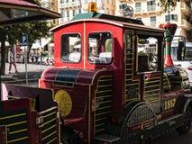老镇的旅游火车在科孚岛希腊海岛上的科孚岛镇  免版税库存图片