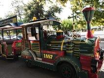 老镇的旅游火车在科孚岛希腊海岛上的科孚岛镇  库存照片