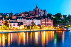 老镇的晚上风景在斯德哥尔摩,瑞典 免版税库存照片