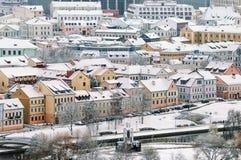 老镇的美好的冬天视图 迟来的 免版税图库摄影