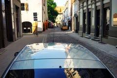 老镇的街道在夏日 免版税库存照片