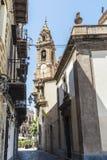 老镇的街道在巴勒莫在西西里岛,意大利 免版税库存照片
