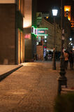 老镇街道在夜之前 免版税库存照片