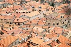 老镇铺磁砖的屋顶  库存图片