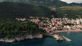 老镇鸟瞰图亚得里亚海的海岸的,黑山, Petrovac 影视素材