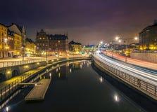 老镇,斯德哥尔摩夜视图。 库存图片