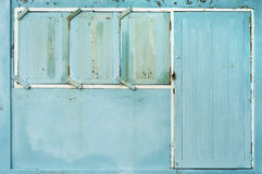 老门和窗口木墙壁 库存照片