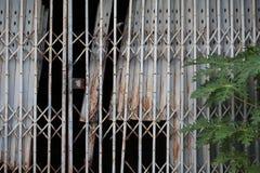 老门是闭合的 免版税库存照片
