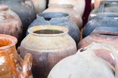 老陶瓷瓶子 免版税库存照片