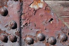 老难看的东西生锈的油漆表面与woofden织地不很细背景的委员会 免版税库存图片