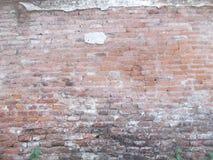 老难看的东西砖墙,在全景的老砖砌 免版税库存图片