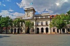 老集市广场在Lowicz,波兰 免版税库存照片