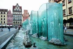 老集市广场美丽如画的看法有喷泉的 免版税库存照片