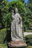 老雕象在Grazzano Visconti城堡庭院里  免版税图库摄影