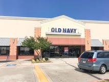 老零售公司的海军衣物和辅助部件外部  图库摄影