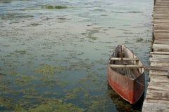 老靠码头的小船 图库摄影