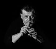老音乐家黑白画象  免版税库存照片
