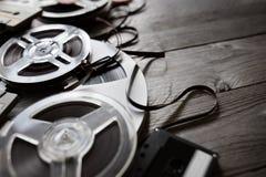 老音频卷轴和盒式磁带背景 库存照片