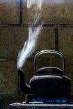 老颜色黑色水壶 库存图片