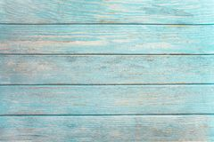 老风化了在绿松石或蓝色海颜色绘的木板条 库存照片