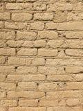 老风干砖坯墙壁 免版税库存图片