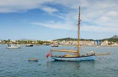 老风船在马略卡海湾 免版税库存图片