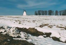 老风车冬天场面 库存图片