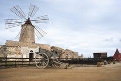 老风车在西西里岛,特拉帕尼 免版税库存图片