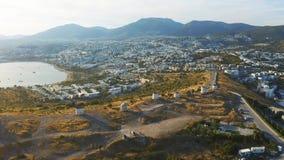 老风车鸟瞰图在博德鲁姆,土耳其 在日落的壮观的风景 欢迎到土耳其概念 影视素材