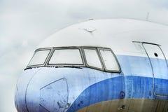 老飞机在驾驶舱内 库存照片