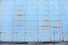 老飞机棚门 免版税图库摄影