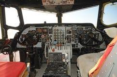 老飞机驾驶舱内部 免版税库存图片