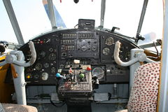 老飞机驾驶舱 库存图片